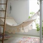 3-hamac din macrameu agatat dedesubtul unui pat supraetajat