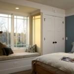 3-idee amenajare loc de relaxare sub fereastra din dormitor