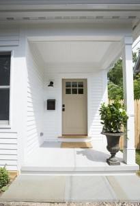 3-intrare casa din lemn 90 mp