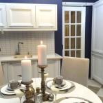 3-intrarea in bucatarie mobilier si chiuveta si loc de luat masa