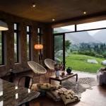 3-living open space deschis spre exterior prin intermediul unui perete din sticla