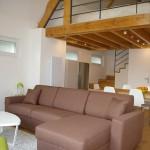 3-living si dining open space casa 58 mp amenajata in interiorul unui hambar vechi