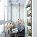 3-loc de luat masa si de relaxare amenajate intr-un balcon ingust