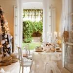 3-locul-de-luat-masa-decorat-cu-fata-de-masa-festiva-ivoire-si-cu-sfesnice-albe