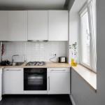 3-mobila alba cu blat lemn natur bucatarie mica fara loc de luat masa