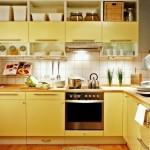 3-mobilier galben pe colt amenajare bucatarie moderna