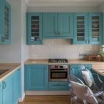 3-model bucatarie mobila albastra de p parte si alta a coloanei de aerisire