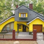 3-model casa cu acoperis verde inchis si fatada galben lamaie