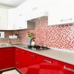 3-mozaic in alb si rosu decor bucatarie moderna cu mobilier rosu cu alb