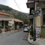 3-parte din strada principala a satului de munte Dimitsana Grecia