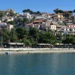 3-partea de deal a satului Paralio Astros cu case din piatra vechi