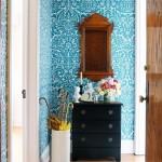 3-perete de accent hol mic finisat cu tapet decorativ cu imprimeu