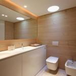 3-pereti placati cu parchet laminat decor baie moderna