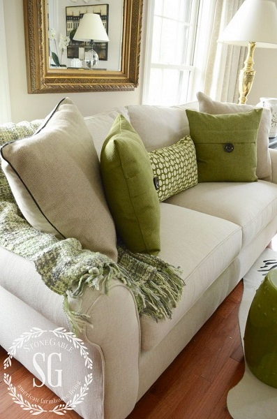 3-pernute decorative maslinii decor canapea crem living
