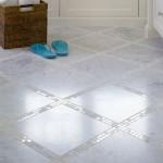 3-placi de marmura intercalate cu mozaic sidefat decor podea baie
