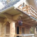 3-prispa si balcon casa mica din barne de lemn