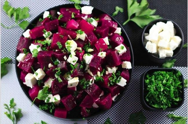 3-salata simpla si usoara cu sfecla si branza feta
