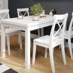 3-set masa si scaune albe din lemn decor bucatarie amenajata in stil scandinav