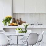 3-sticla alba colorata decor perete blat de lucru mobilier alb bucatarie