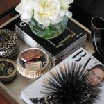 3-tava-din-lemn-cu-carti-flori-si-reviste-decor-masuta-de-cafea
