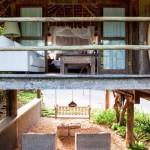 3-terasa exterioara sub cabana de lemn casa de vacanta din brazilia
