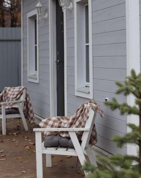 3-terasa-exterior-casa-mica-lemn-DIY