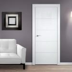 3-usi de interior albe in ton cu plinta de pardoseala decor modern