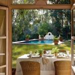 3-vedere din casa spre piscina frumoasa din curtea casei