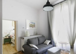 3-vedere-din-living-in-dormitorul-mic-si-ingust-al-apartamentului