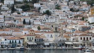 3-vedere spre casele in panta ale insulei Hydra Grecia