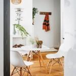 3-vedere spre holul apartamentului modern mic de 45 mp