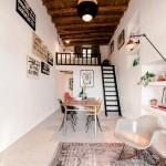 3-vedere spre livingul situat la mezanin deasupra dormitorului