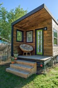 30-mini terasa casa din lemn construita cu doar 8000 euro din materiale reciclate