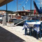 32-taverna in portul din Fiskardo Kefalonia