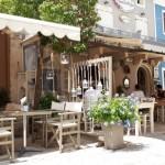 39-straduta cu taverne cafenele si restaurante port sat FIskardo Kefalonia
