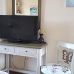 4-Linardos Apartments Asos Kefalonia camera mobilier lemn