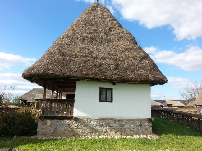 4 acoperis din paie casa taraneasca