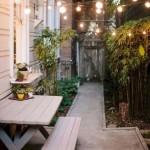 4-amenajare loc de luat masa intre casa si gard curte ingusta