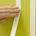 4-aplicarea benzii autocolante de hartie pentru delimitarea viitoarelor dungi
