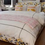 4-asternuturi cu imprimeu floral amenajare dormitor modern