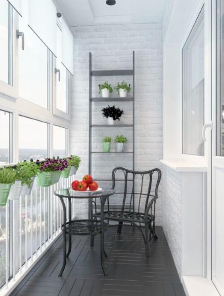 4-balcon micut amenajat minimalist cu flori si loc de luat masa