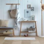 4-bancuta din lemn de bambus cu sezut gri potriva in amenajarea unui dormitor scandinav