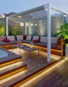 4-banda luminoasa montata sub bancile si treptele din lemn ale terasei