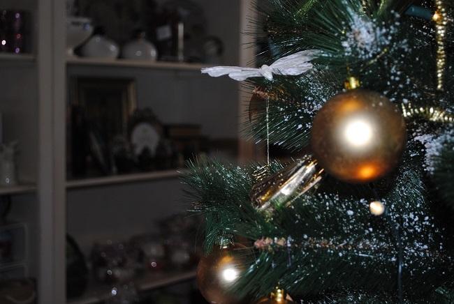 4-brad decorat in auriu magazin Thea Decor Pitesti