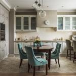 4-bucatarie clasica cu mobila proiectata in raport cu coloana de aerisire