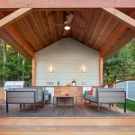 4-bucatarie de vara cu gratar si loc de luat masa amenajate intr-un foisor din gradina