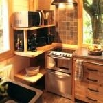 4-bucatarie mica utilata cabana din lemn in copaci Dordogne Franta