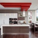 4-bucatarie minimalista cu mobilier alb lucios si pardoseala din lemn