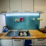 4-bucatarie moderna compacta interior casa mica amenajata in container industrial