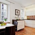 4-bucatarie moderna cu mobila alba cu blat wenge